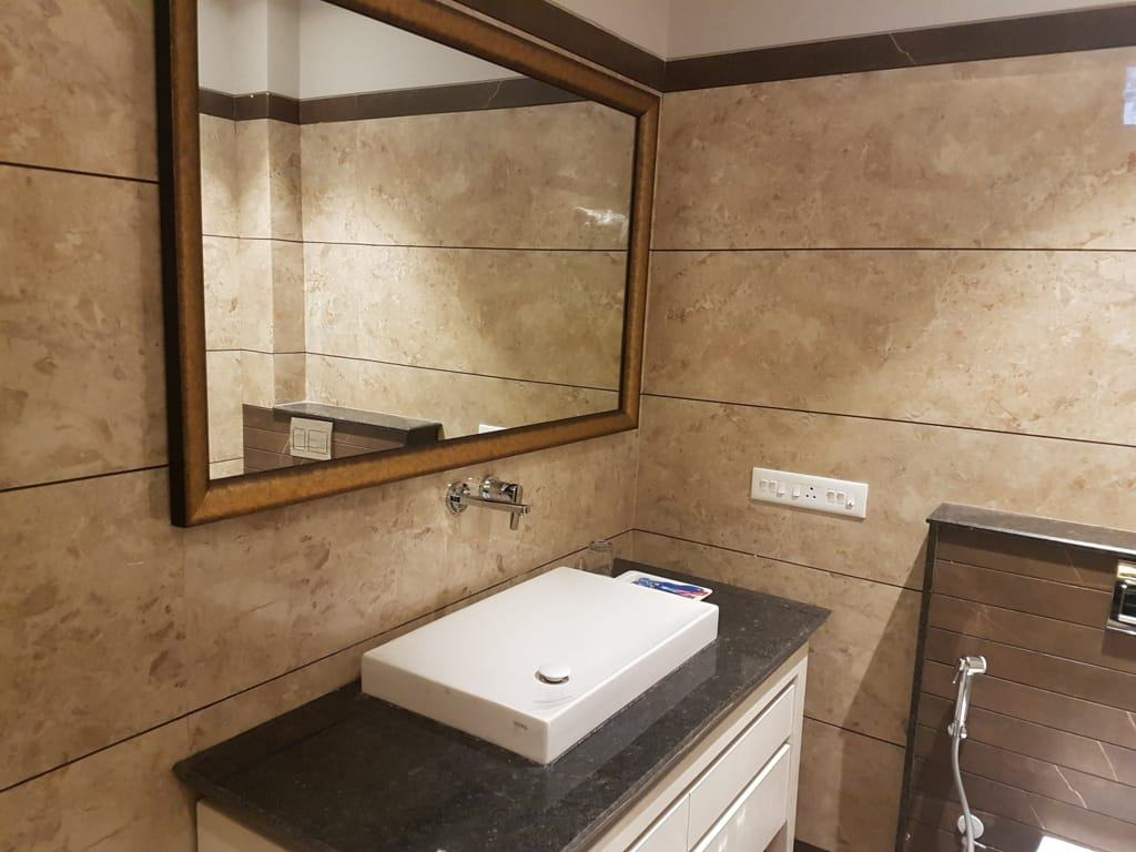 Deluxe Bath room Hotels in Kasauli