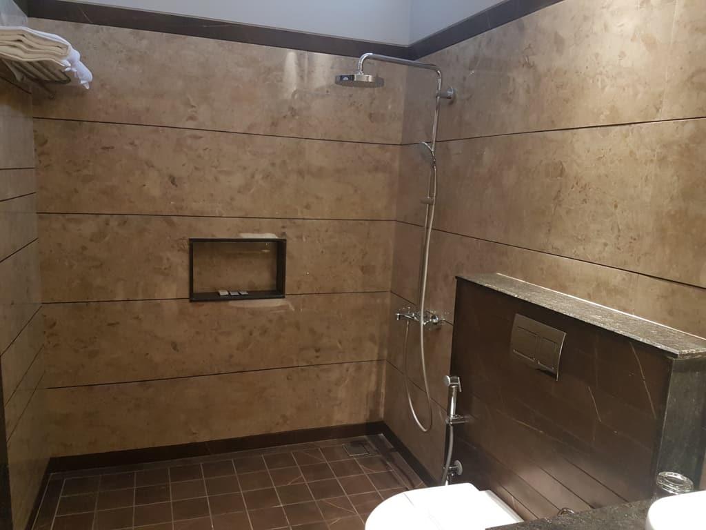 Bath luxury suite