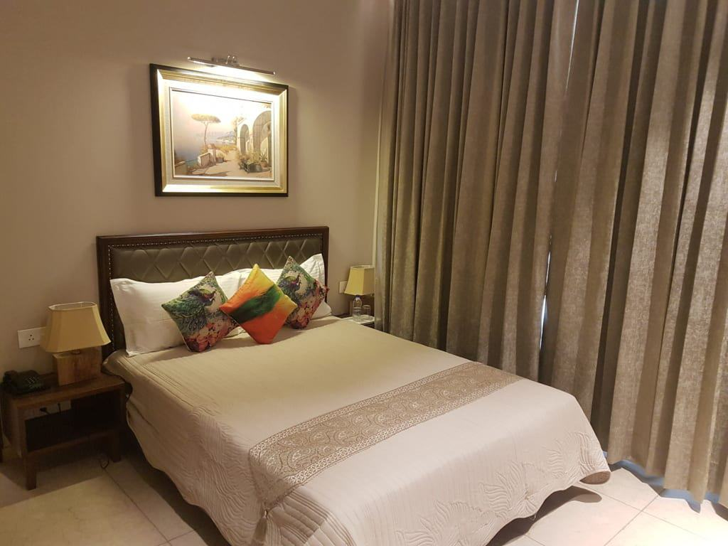 Cosy Deluxe room in a Hotel in Kasauli Regency