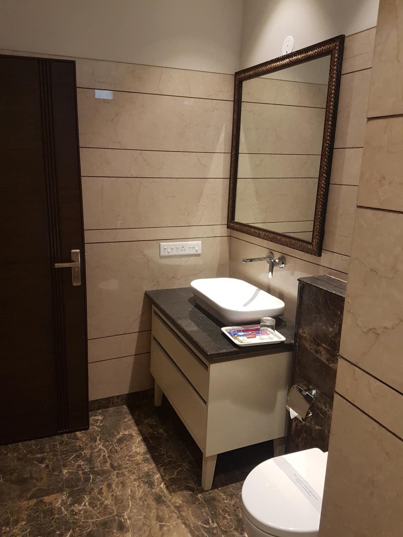 Bathroom of luxury Suite luxury Hotel in Kasauli Regency