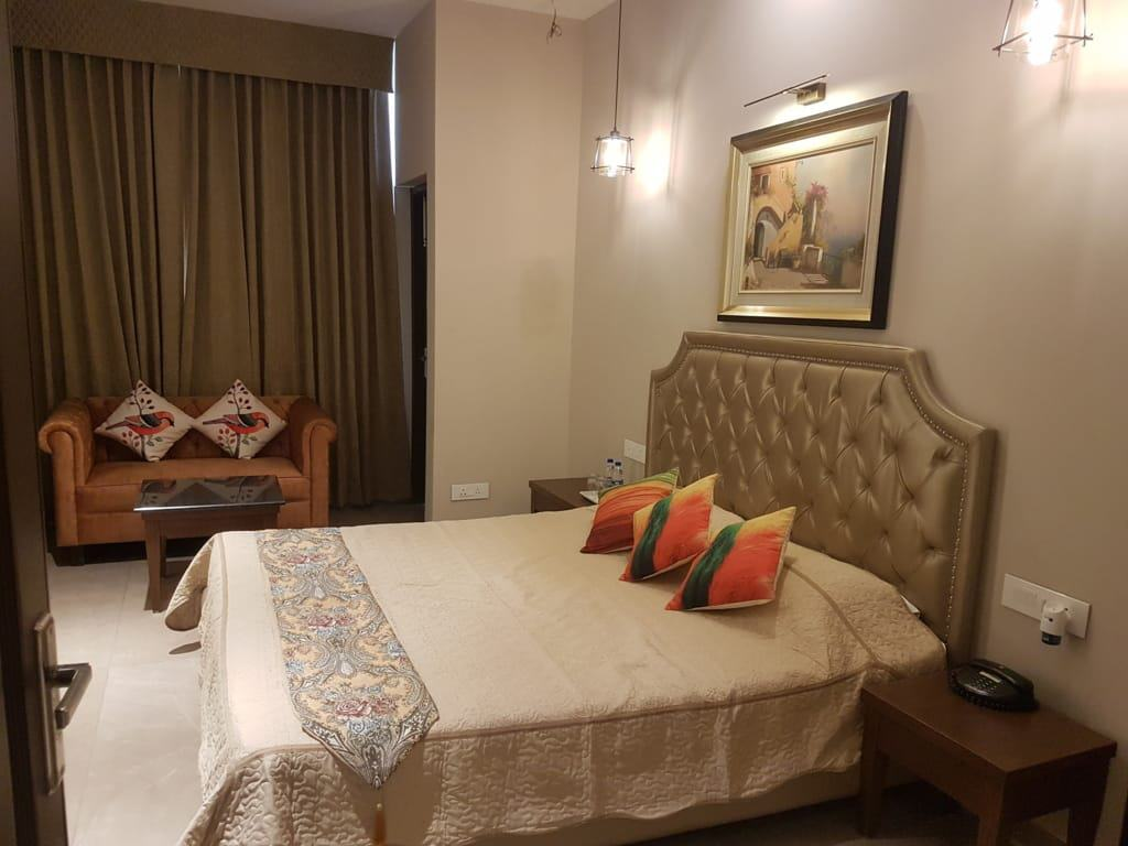 another room of luxury Suite in Hotel Kasauli Regency