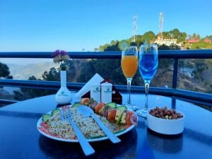 Tasty food at Hangout Bar is available while working from Mountains
